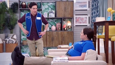 Superstore 04x09 : Shadowing Glenn- Seriesaddict